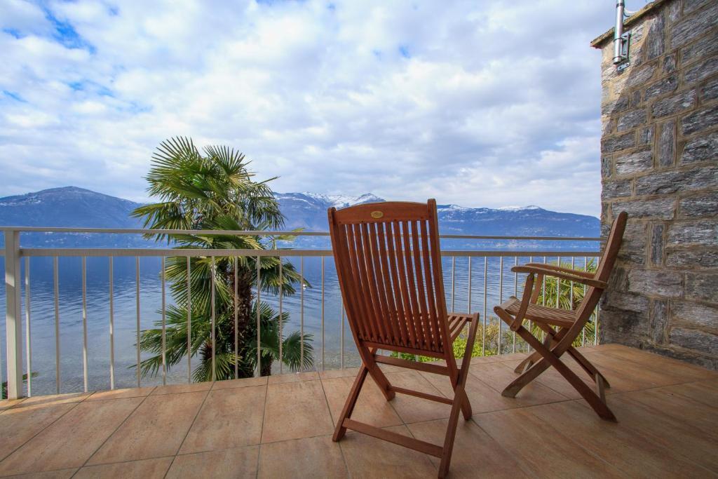 Fine Villa Alba 111 Porto Valtravaglia Italy Booking Com Unemploymentrelief Wooden Chair Designs For Living Room Unemploymentrelieforg