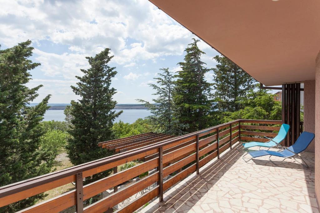A balcony or terrace at Villa Pinia kuca za odmor s bazenom