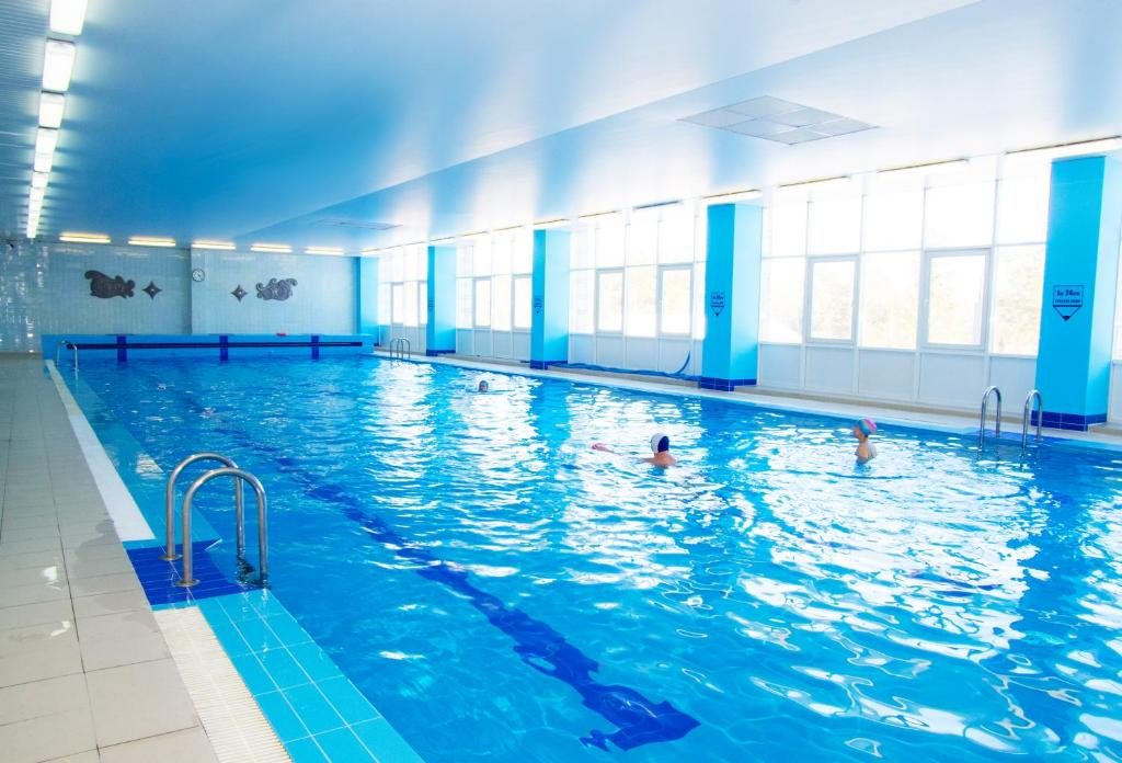 The swimming pool at or near Zvezdny Park-Hotel
