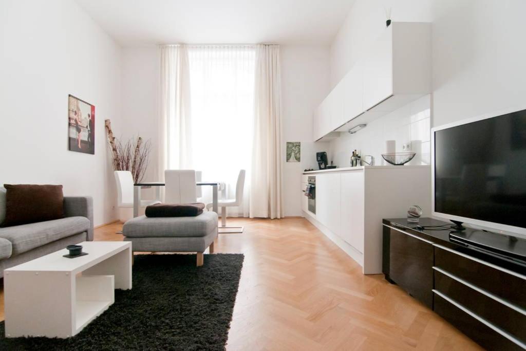 Lounge oder Bar in der Unterkunft Modern Central Apartment