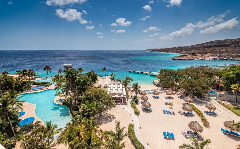 Een luchtfoto van Hilton Curacao