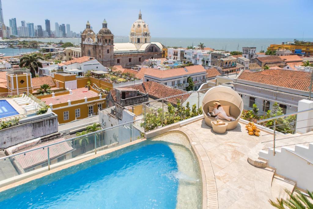 Uitzicht op het zwembad bij Movich Hotel Cartagena de Indias of in de buurt
