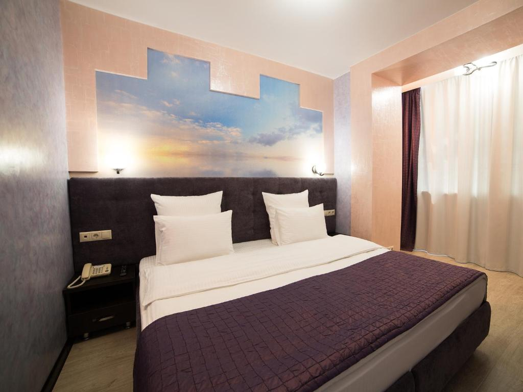 A room at Almira Hotel
