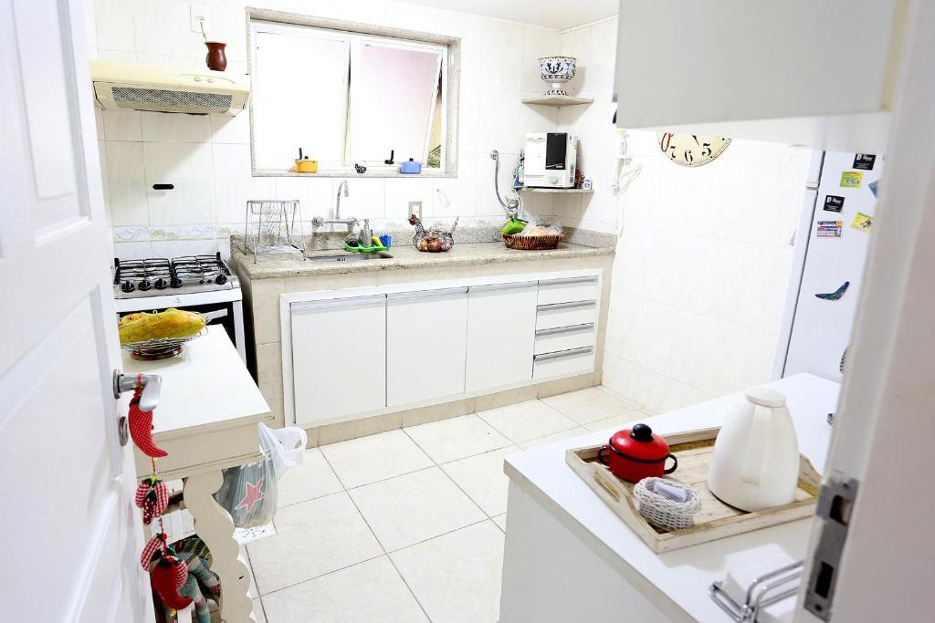 A kitchen or kitchenette at Casa na Praia Barra da Tijuca