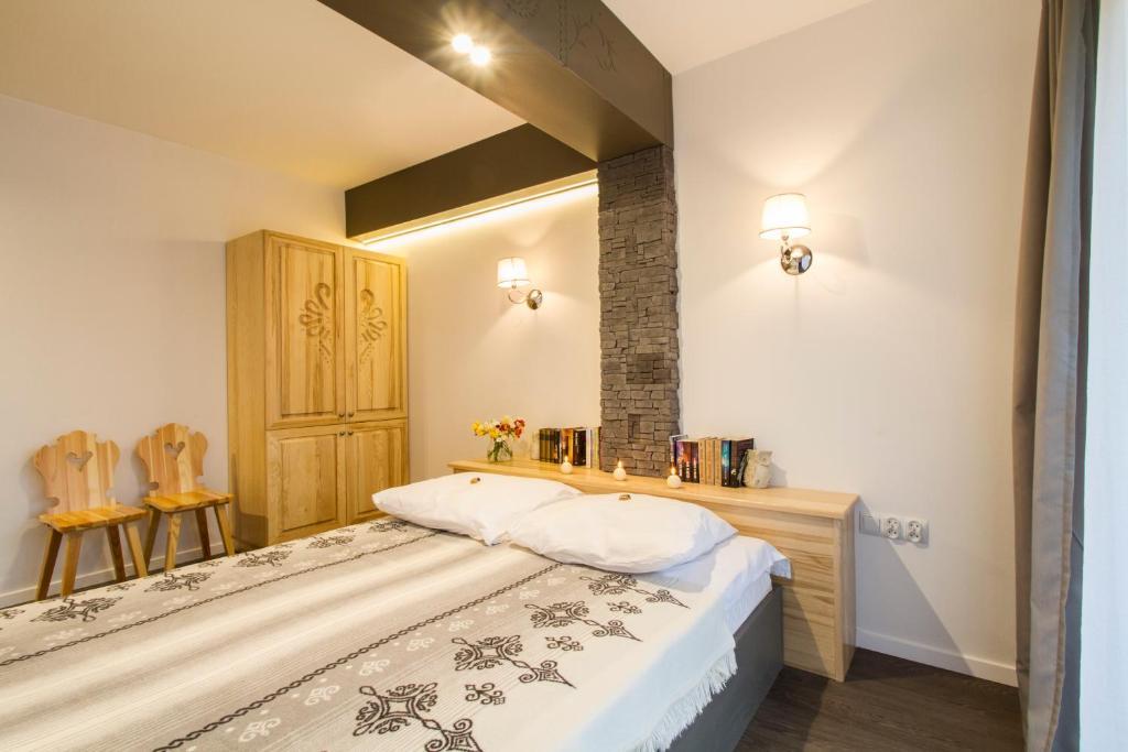 Łóżko lub łóżka w pokoju w obiekcie Zakopane Apartamenty Skibówki