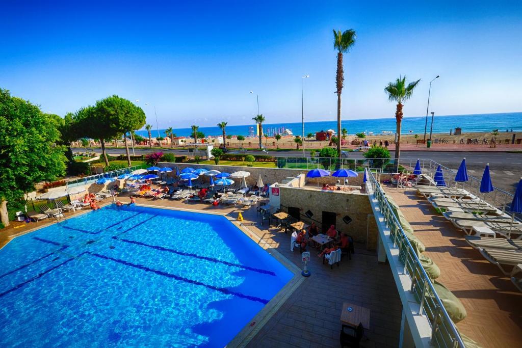 Вид на бассейн в Blue Sky Hotel - All Inclusive или окрестностях