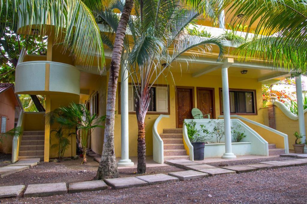 The facade or entrance of Sea Eye Hotel - Tropical Building