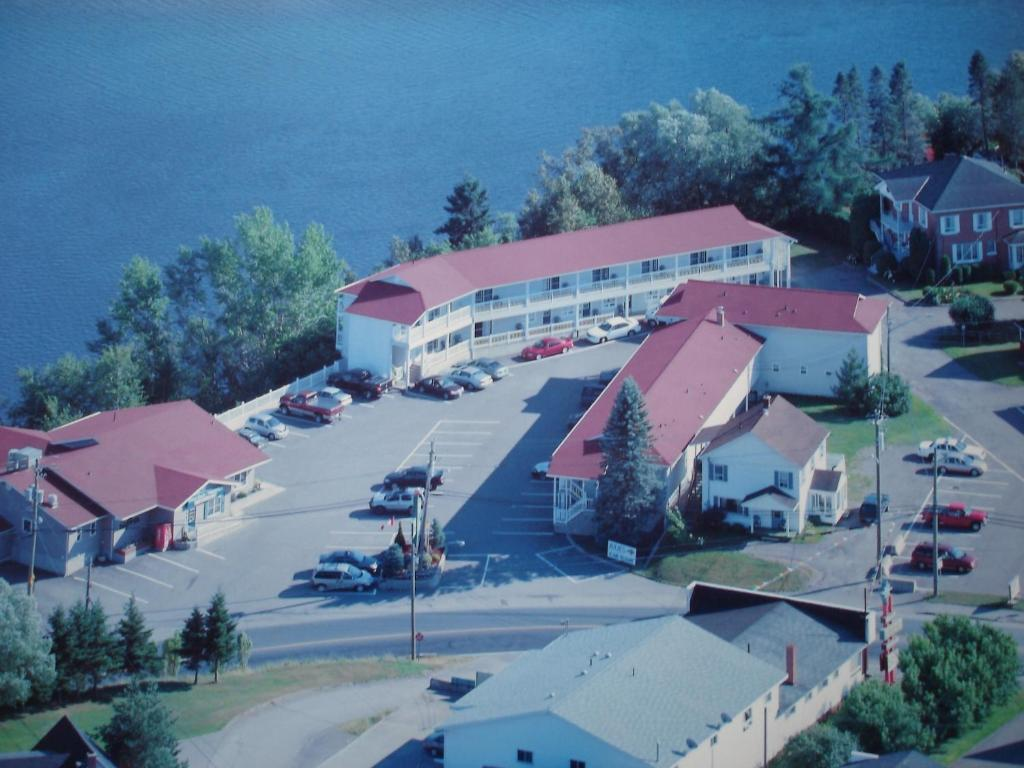 A bird's-eye view of Hilltop Motel & Restaurant