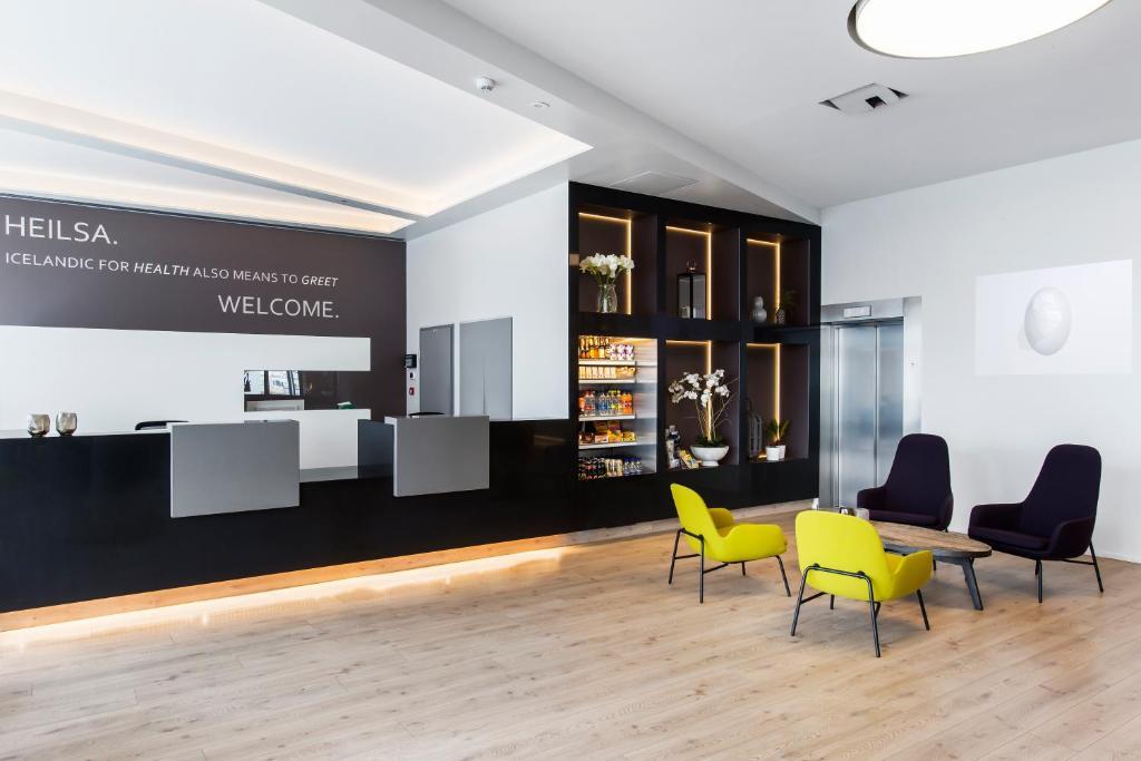 The lounge or bar area at Hotel Ísland – Spa & Wellness Hotel