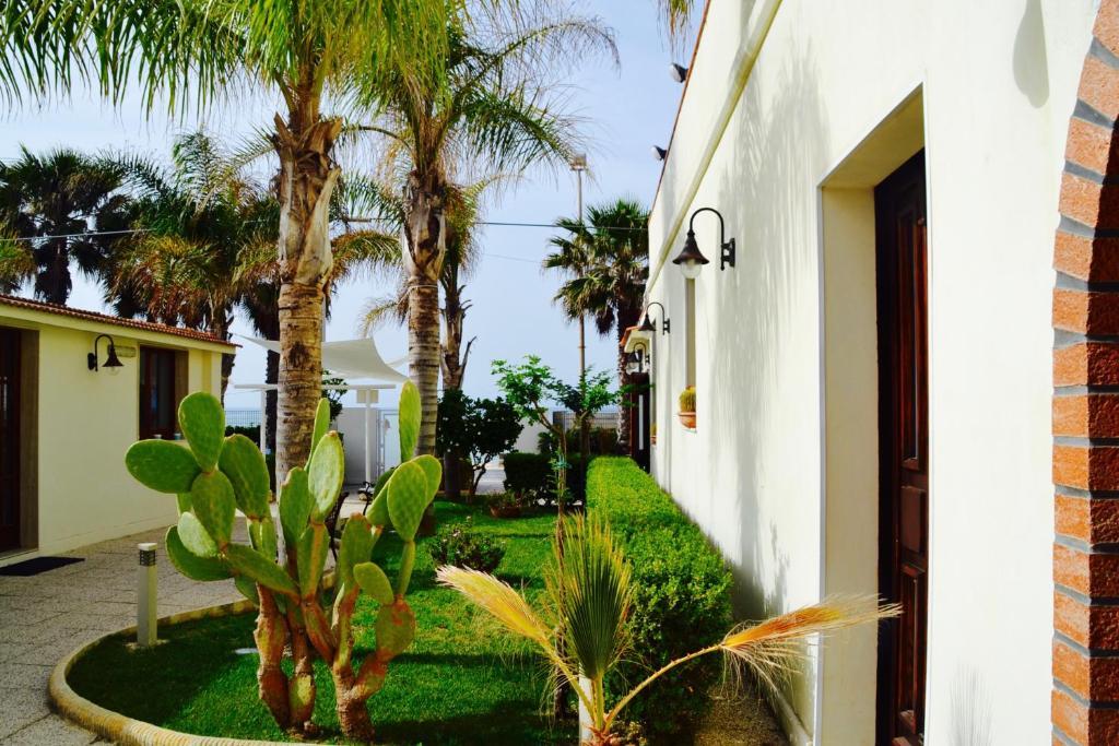 ลานเฉลียงหรือพื้นที่กลางแจ้งของ Caposud Residence and Beach Club