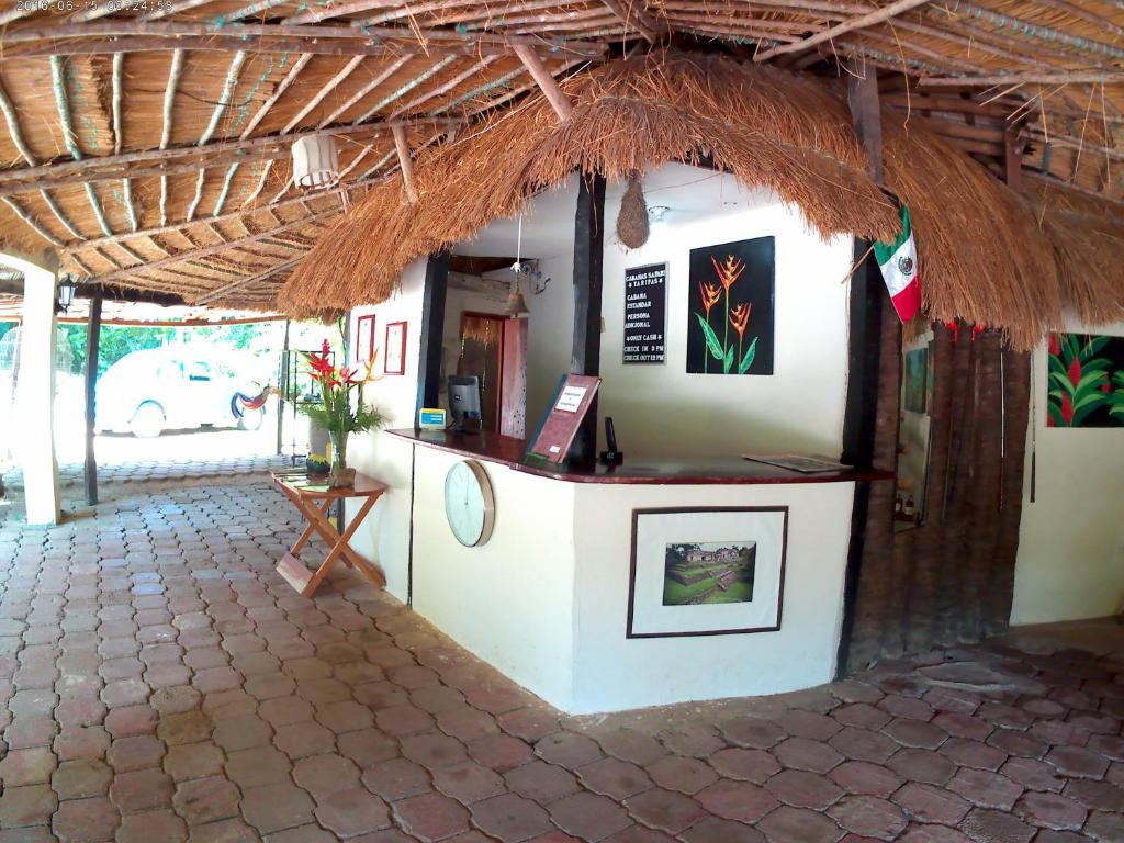 The lobby or reception area at Hotel Cabañas Safari