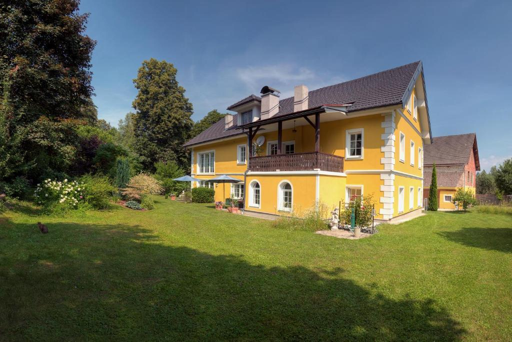 A garden outside Landhaus Ferk