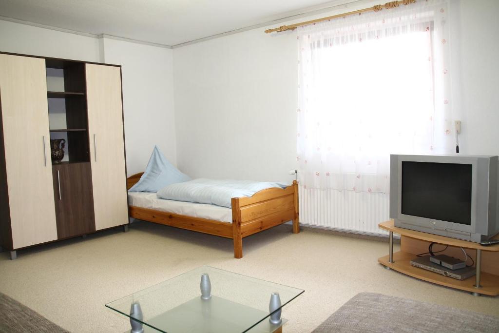 Lova arba lovos apgyvendinimo įstaigoje Sunny House