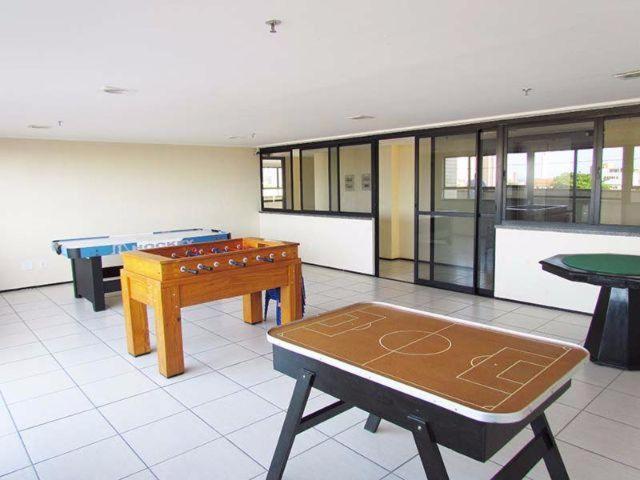 A billiards table at Sky apartamento II