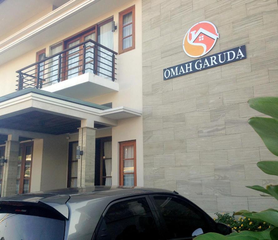 Tampak depan atau pintu masuk Omah Garuda Homestay