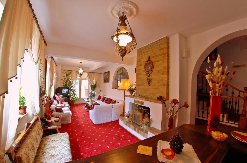 Un lugar para sentarse en Villa-Hotel Escala