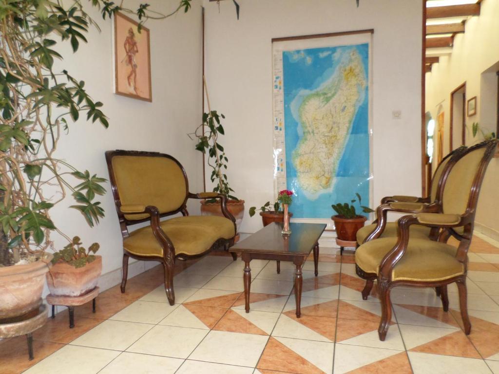 A seating area at TANA-JACARANDA