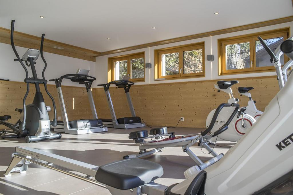 The fitness centre and/or fitness facilities at Résidences Ermitage