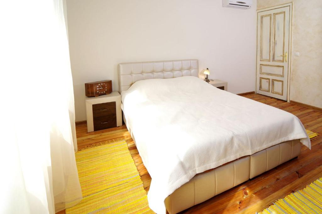 A bed or beds in a room at Art Guesthouse Vintage
