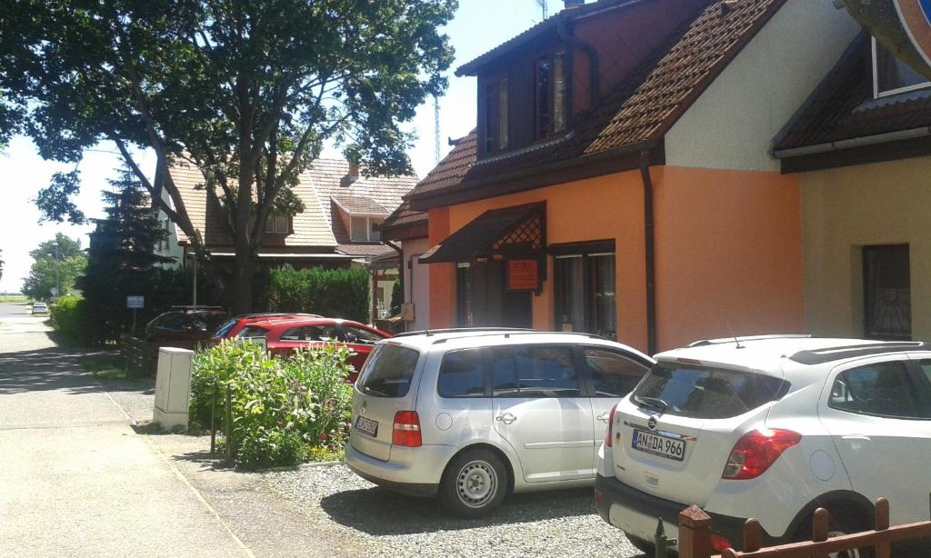 The facade or entrance of Petra Vendégház