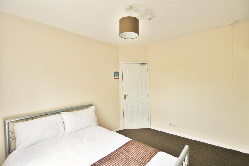 A room at Central Studios Hatherley by RoomsBooked