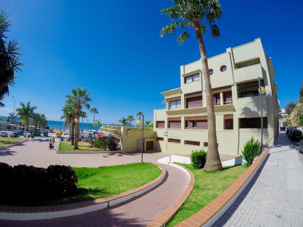 Сад в Burriana Beach Apartment