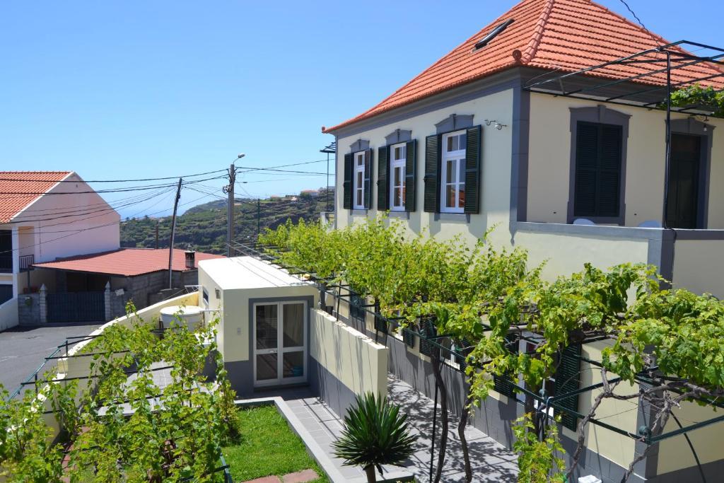 Un balcón o terraza de Hostel Casal São João
