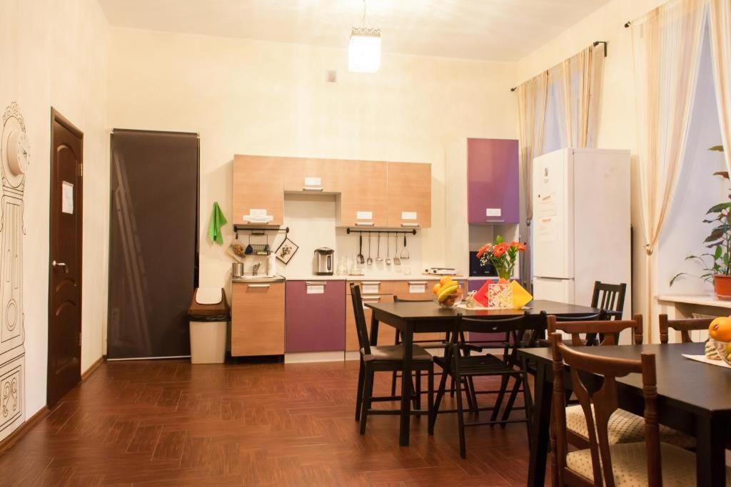 Кухня или мини-кухня в Хостел Удача