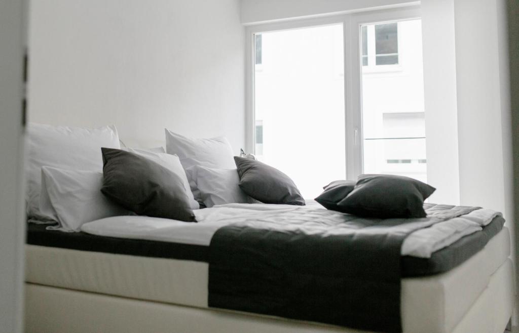 Postel nebo postele na pokoji v ubytování Stadthaus Regensburg