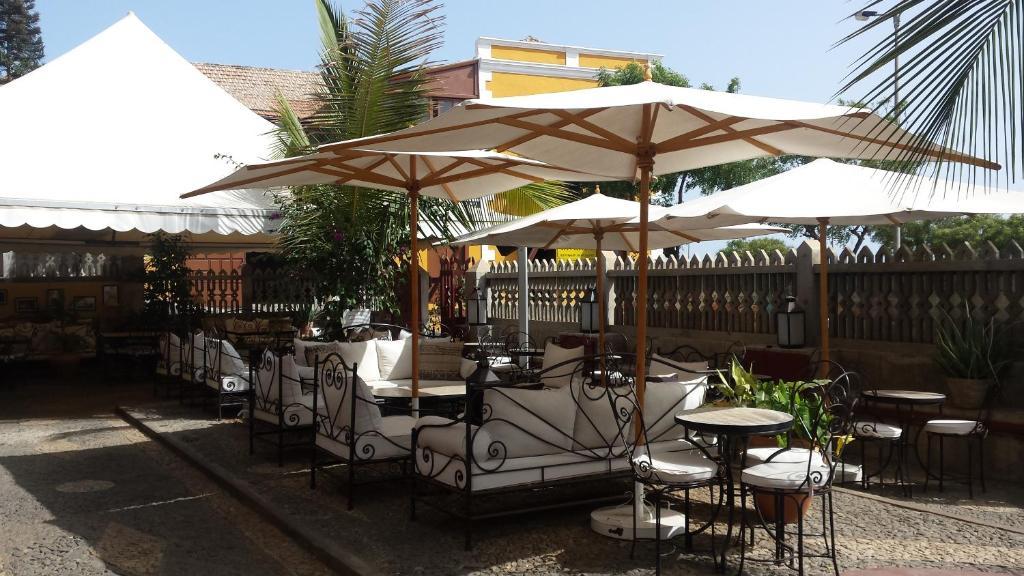 Um restaurante ou outro lugar para comer em The Colonial Guest House