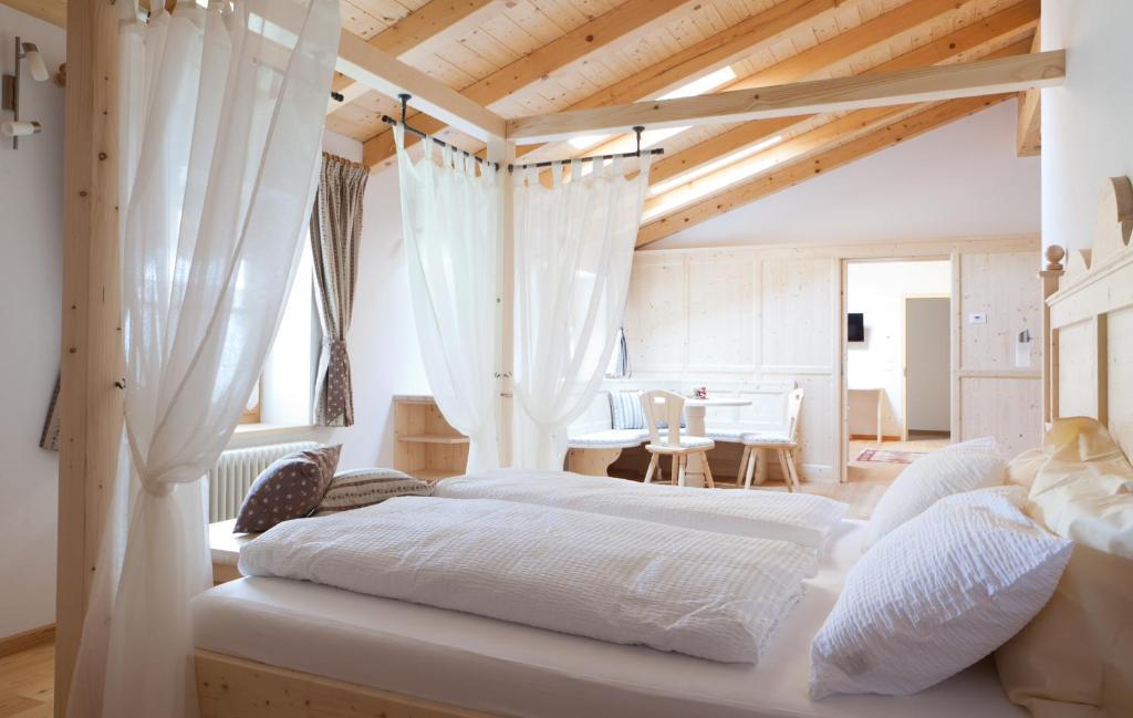 Letto o letti in una camera di Coronata Haus