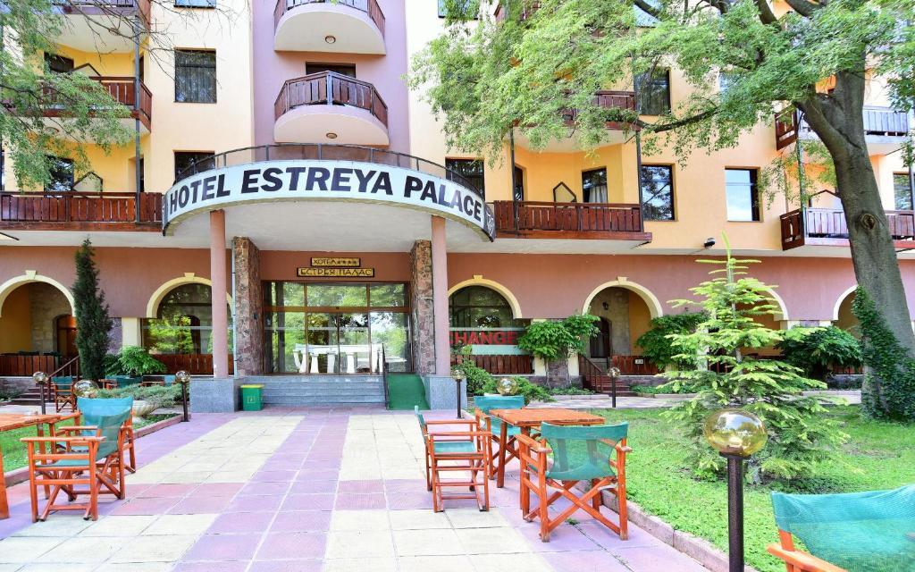 Majutusasutuse Hotel Estreya Palace fassaad või sissepääs