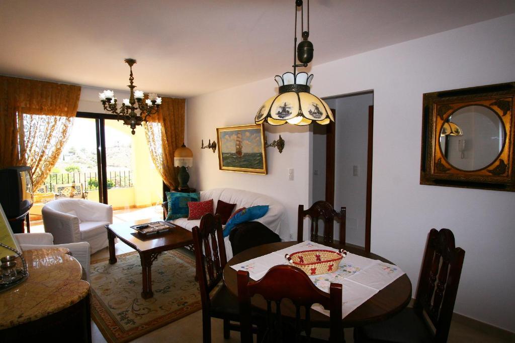 Un restaurante o sitio para comer en Villa Marina Aguilas Apt. AD4