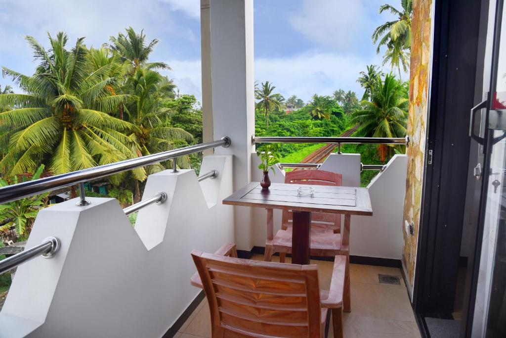 A balcony or terrace at L&D Lodge