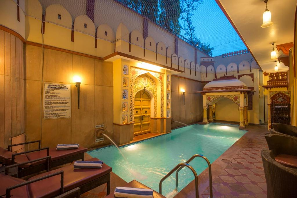 Бассейн в Umaid Mahal - Heritage Style Hotel или поблизости