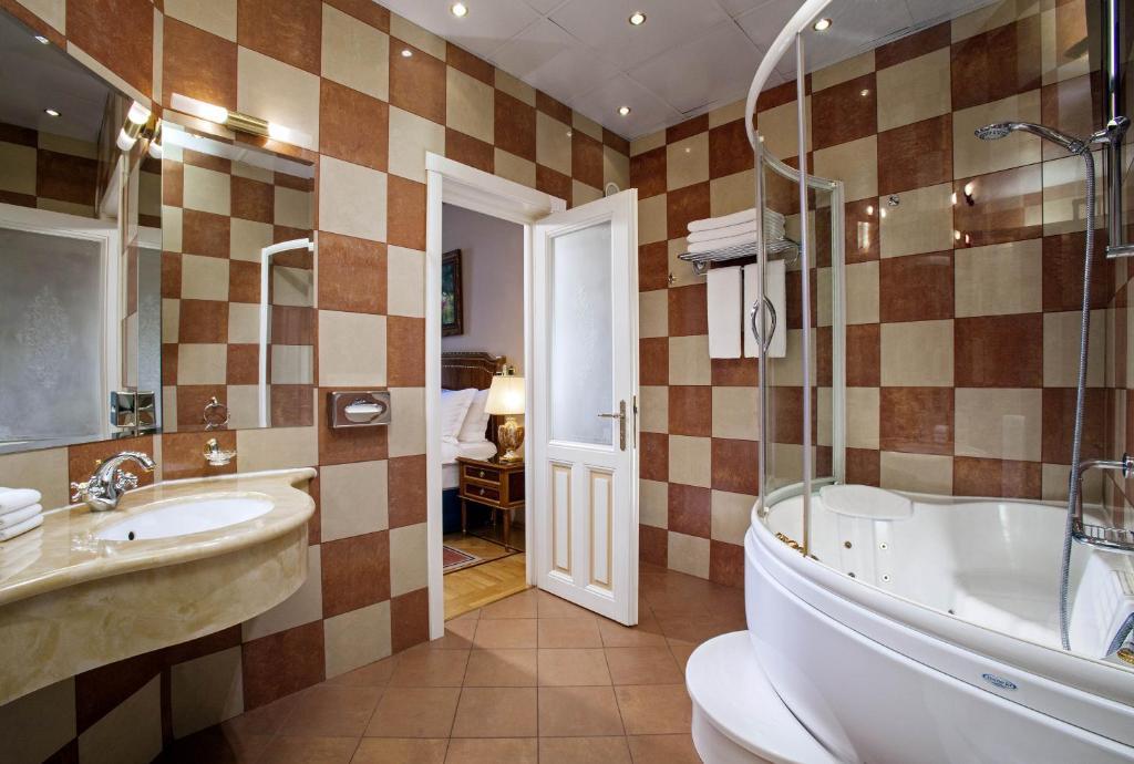 Ванная комната в Отель Националь, The Luxury Collection, Москва