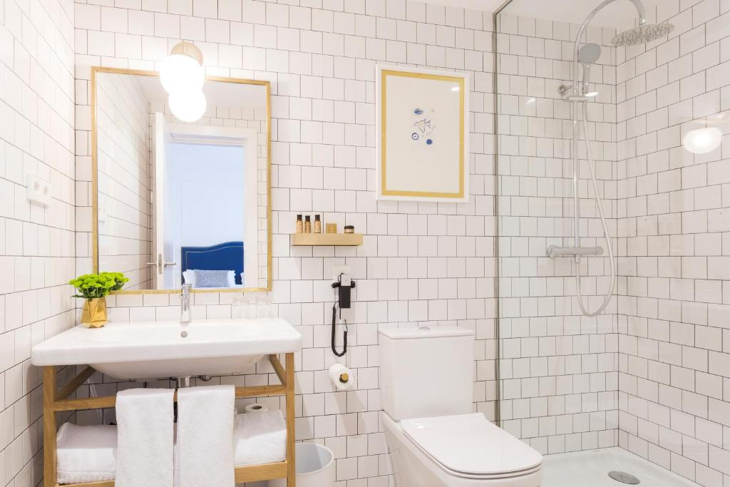 Ein Badezimmer in der Unterkunft Hotel Midmost