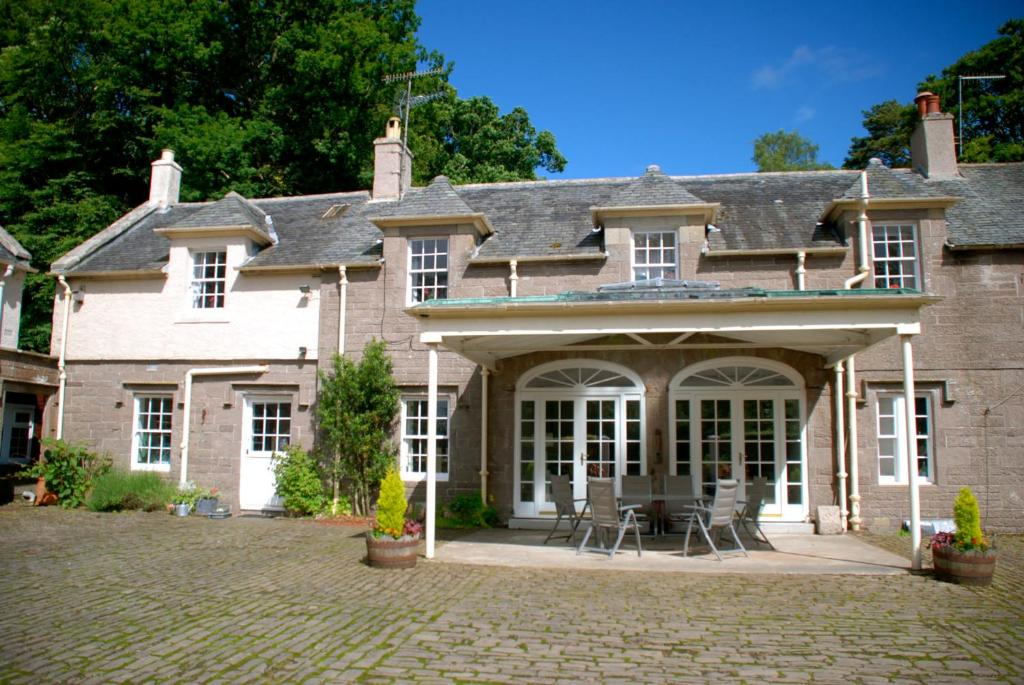 The facade or entrance of Centre Stables Luxury Self Catering Cottage