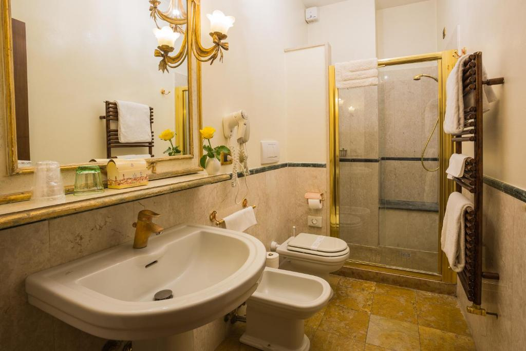 Salle de bains dans l'établissement Hotel Palazzo Alexander