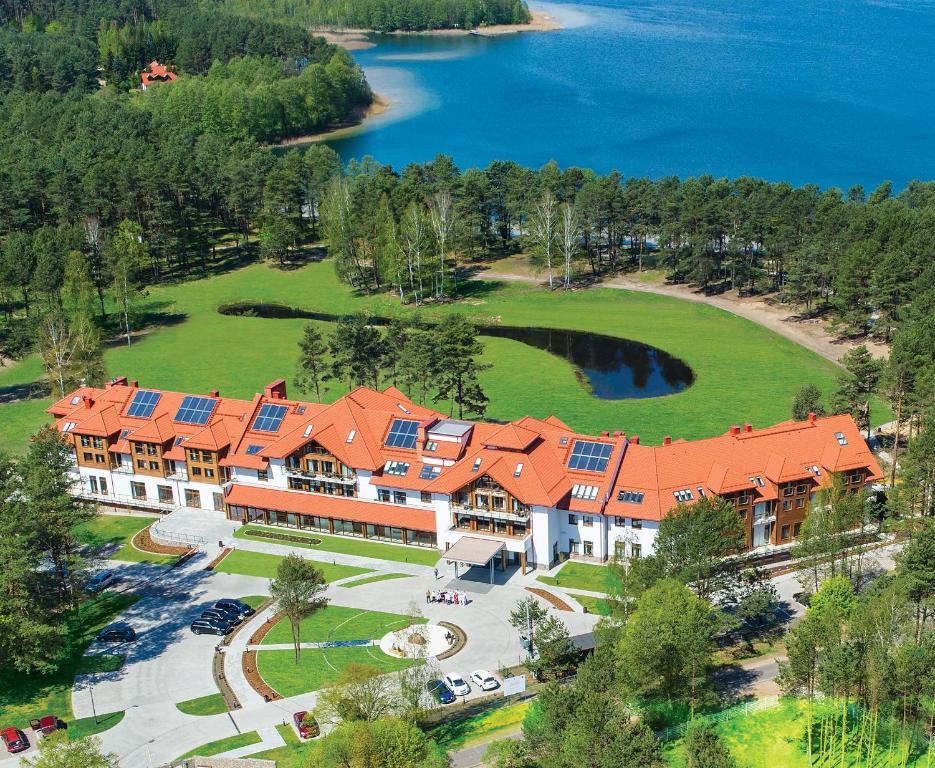 Widok z lotu ptaka na obiekt Natura Mazur Resort & Conference