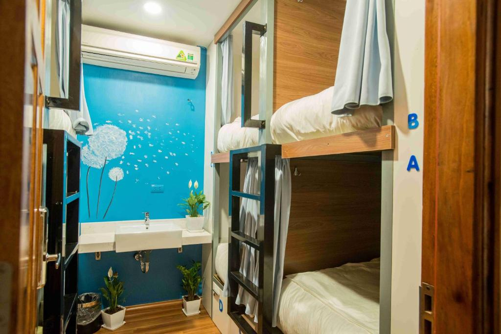 Giường Tiêu Chuẩn Trong Phòng Nghỉ Tập Thể Cho Cả Nam Và Nữ 8 Giường