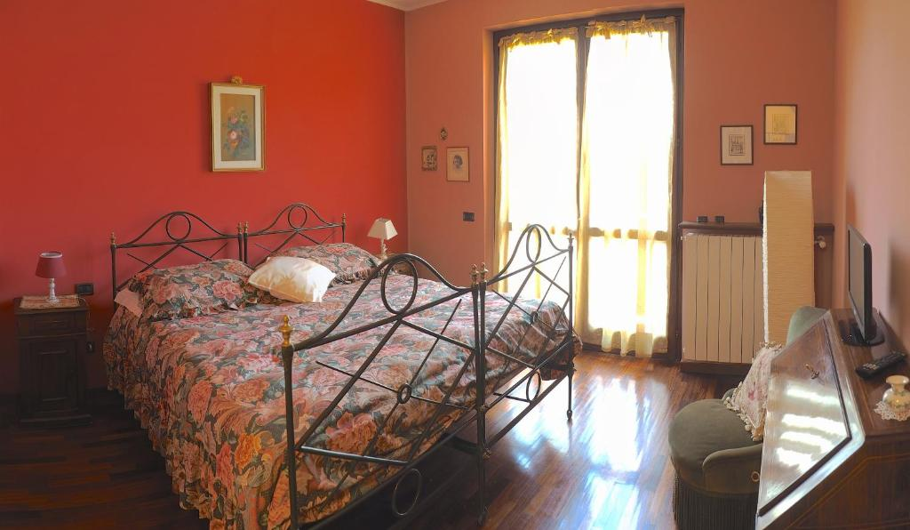 A bed or beds in a room at Ca' Rosa Bed & Breakfast