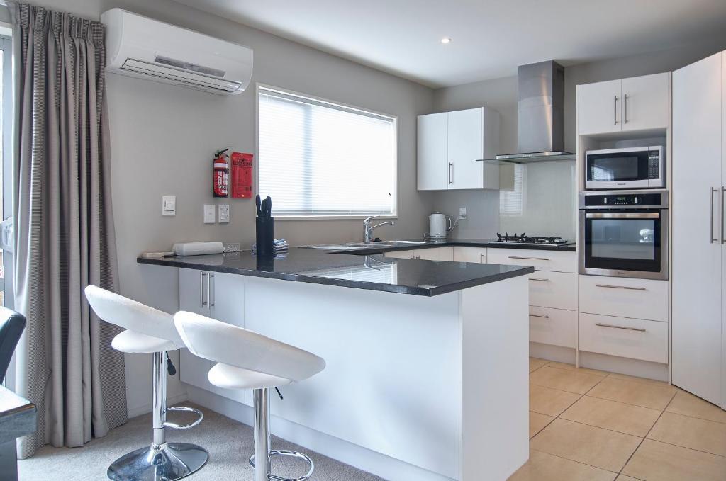 Regents Villa - Christchurch Holiday Homes