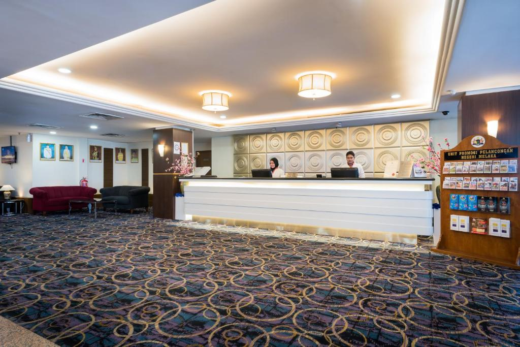 The lobby or reception area at Hotel Sentral Riverview Melaka