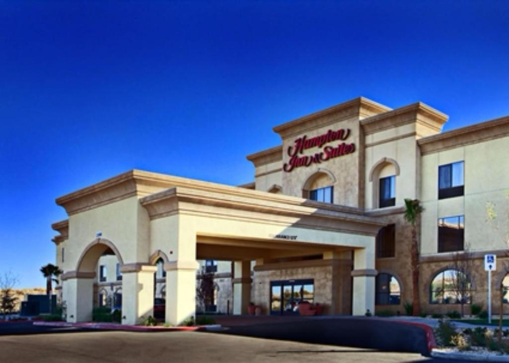 The facade or entrance of Hampton Inn & Suites Lancaster