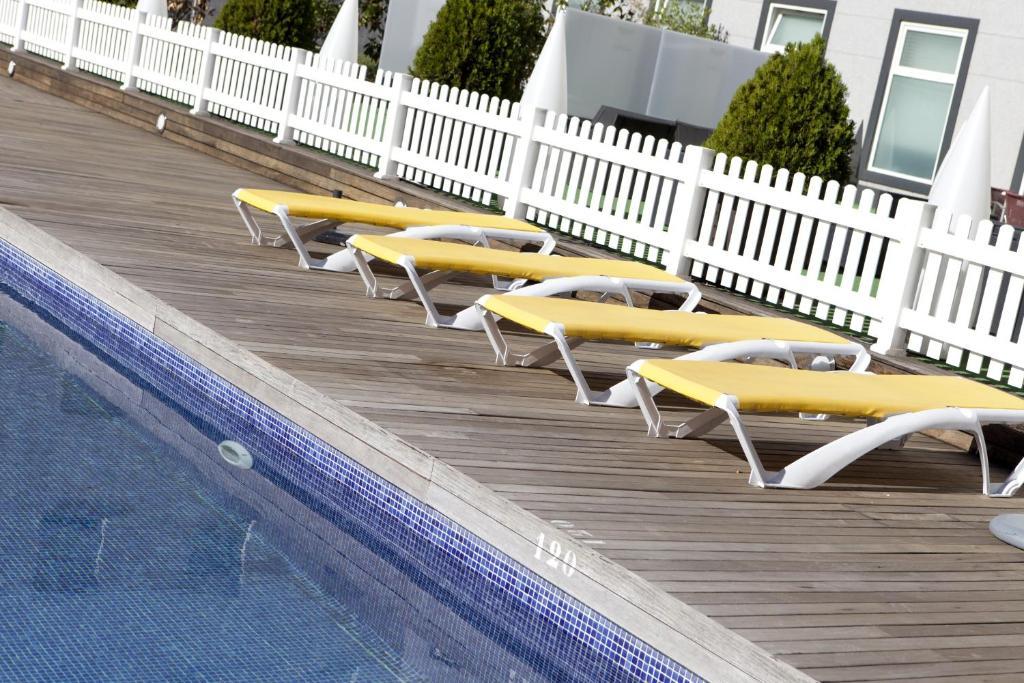 בריכת השחייה שנמצאת ב-Vértice Sevilla Aljarafe או באזור
