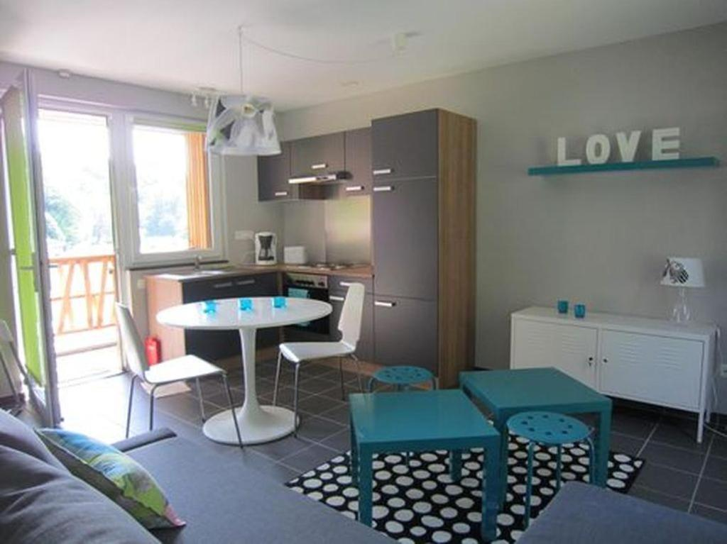 A kitchen or kitchenette at Studio Le Vedeur