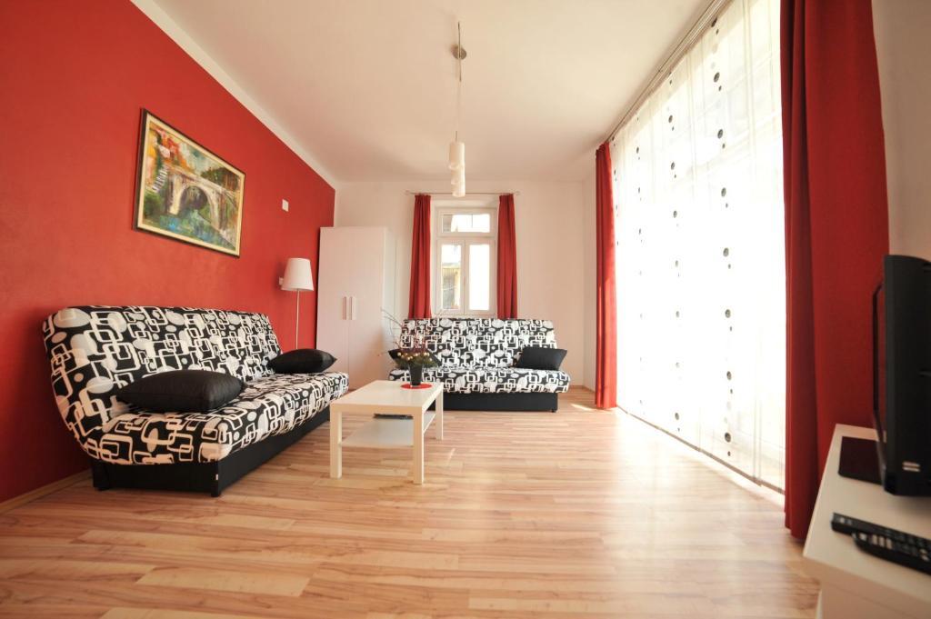 Ein Sitzbereich in der Unterkunft Apartment Most