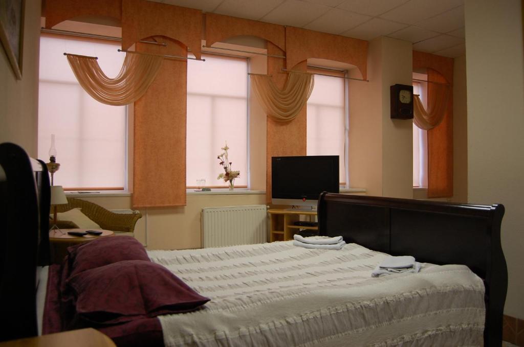 Gulta vai gultas numurā naktsmītnē Hotel Luiize