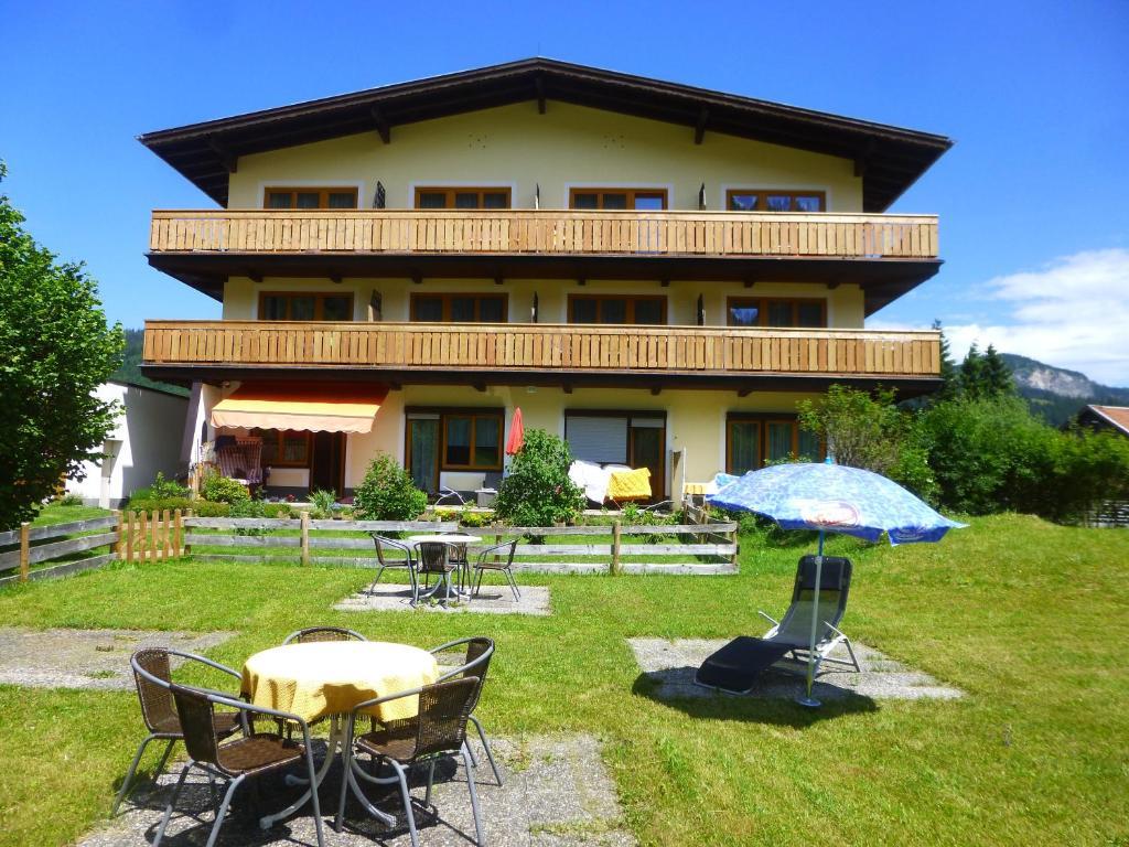 Патио или другая зона на открытом воздухе в Haus Alpenland